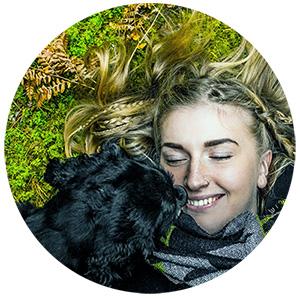 Frau mit gesundem Hund